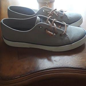 Sperry cancas sneaker 8.5